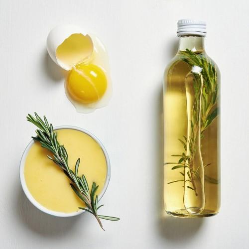 zdjęcie: jajo z oliwą jako składniki maseczki